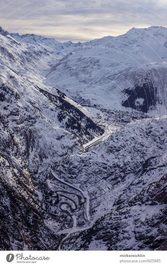Andermatt weiß Einsamkeit Landschaft Winter Berge u. Gebirge Straße Schnee fliegen Eis Frost Gipfel Alpen Tiefenschärfe Dorf frieren eng