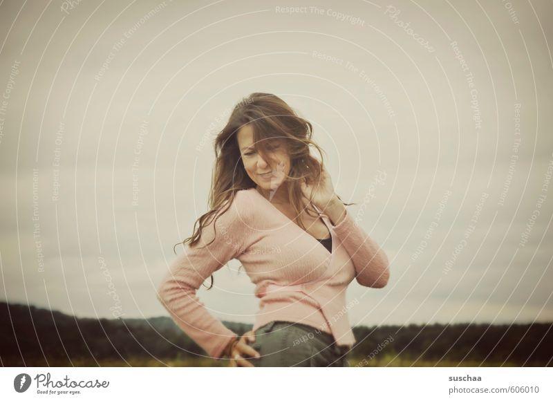 muddi wollte posen ... Mensch Frau Himmel Natur Jugendliche Hand Junge Frau Gesicht Erwachsene Umwelt feminin Haare & Frisuren lachen Kopf Feld Körper