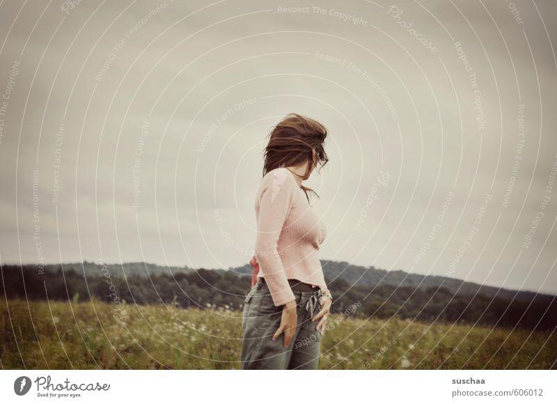rückblickend ... Mensch Frau Kind Himmel Natur Jugendliche Sommer Hand Junge Frau Landschaft Wolken Erwachsene Umwelt Leben Wiese feminin