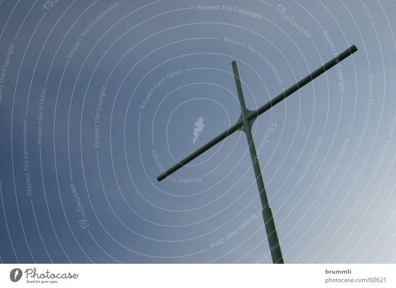 Kontakt nach oben Himmel blau Einsamkeit ruhig Ferne Berge u. Gebirge Religion & Glaube Denken Freiheit offen Rücken Aussicht einfach Schönes Wetter Gipfel