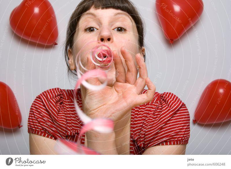 let's celebrate Feste & Feiern Valentinstag Muttertag Hochzeit Geburtstag Junge Frau Jugendliche Luftballon Herz Liebe Fröhlichkeit Glück rot Gefühle Freude