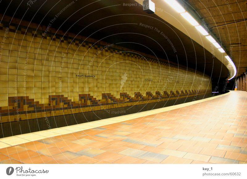 Gut gekachelt Hamburg Bahnhof Öffentlicher Personennahverkehr Eisenbahn S-Bahn U-Bahn Straßenbahn Bahnsteig warten kalt Einsamkeit leer unterirdisch