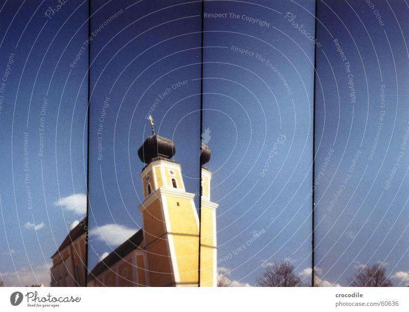Schnipselkirche Religion & Glaube gelb Wolken weiß Baum Dach Fenster Lomografie supersampler pocking katholisch blau Himmel Turm Zwiebel Rücken