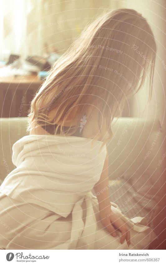 Guten Morgen, Herr Präsident Freude schön Innenarchitektur Möbel Sofa Raum Junge Frau Jugendliche Körper Haare & Frisuren Arme 1 Mensch 18-30 Jahre Erwachsene