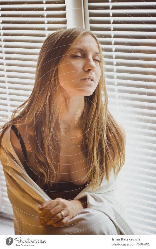 sexy Mädchen Freude schön Wohnung Raum Junge Frau Jugendliche Körper Haare & Frisuren Gesicht Lippen Hand 1 Mensch 18-30 Jahre Erwachsene Unterwäsche genießen