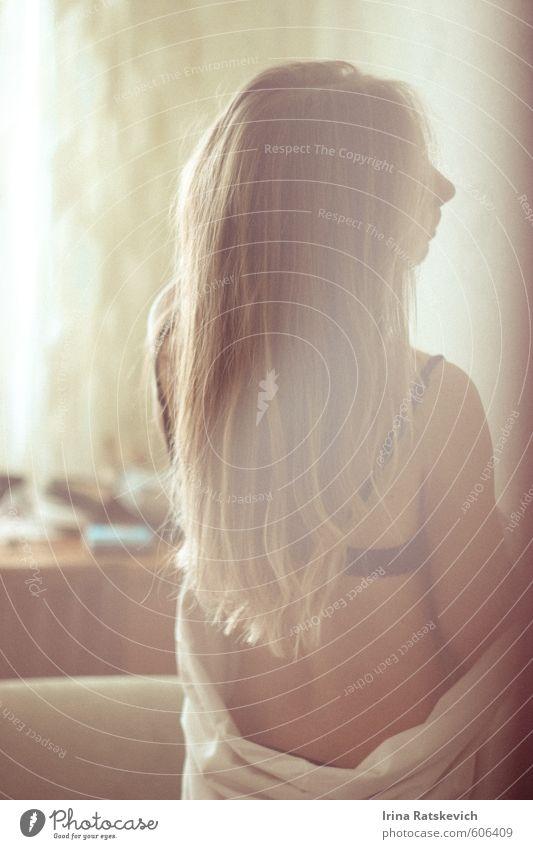 Jugendliche schön nackt Sonne Junge Frau Freude 18-30 Jahre Erwachsene Erotik Gefühle Liebe Haare & Frisuren Glück Stimmung träumen Körper