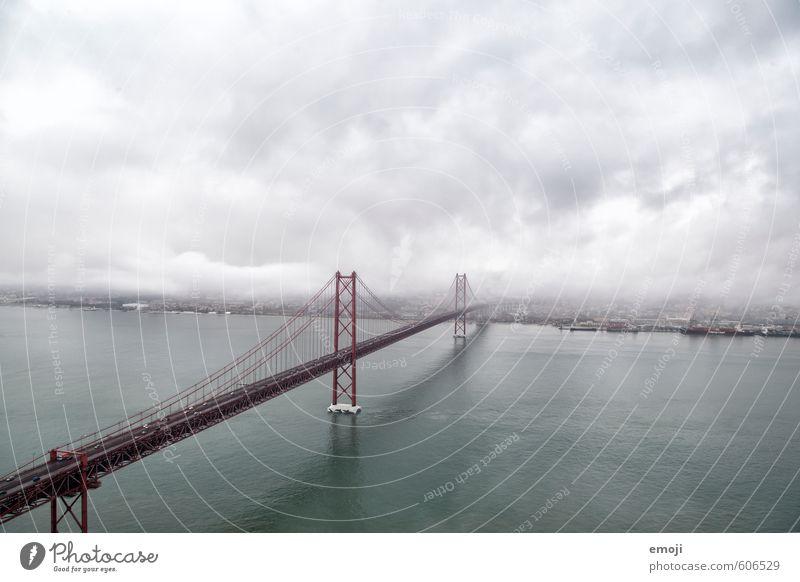 neblig Stadt Meer dunkel Umwelt Herbst Küste grau Nebel Brücke Unwetter Wahrzeichen Sehenswürdigkeit schlechtes Wetter Lissabon San Francisco Golden Gate Bridge