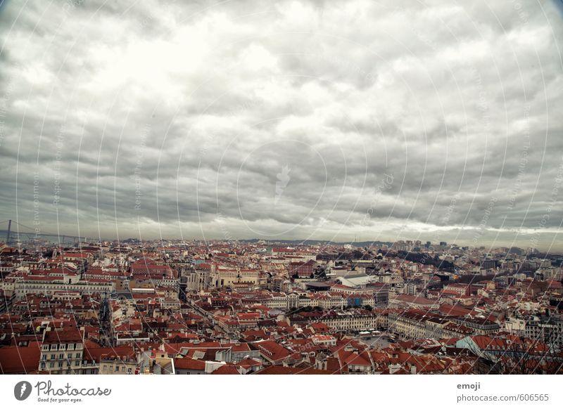 Lisboa II Himmel Stadt Wolken Haus dunkel Hauptstadt Altstadt bevölkert Lissabon