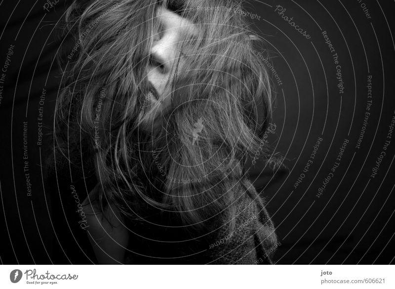 chaos Jugendliche Stadt Einsamkeit Junge Frau dunkel Erotik Traurigkeit Gefühle feminin Party wild Tanzen verrückt Sehnsucht Schmerz chaotisch