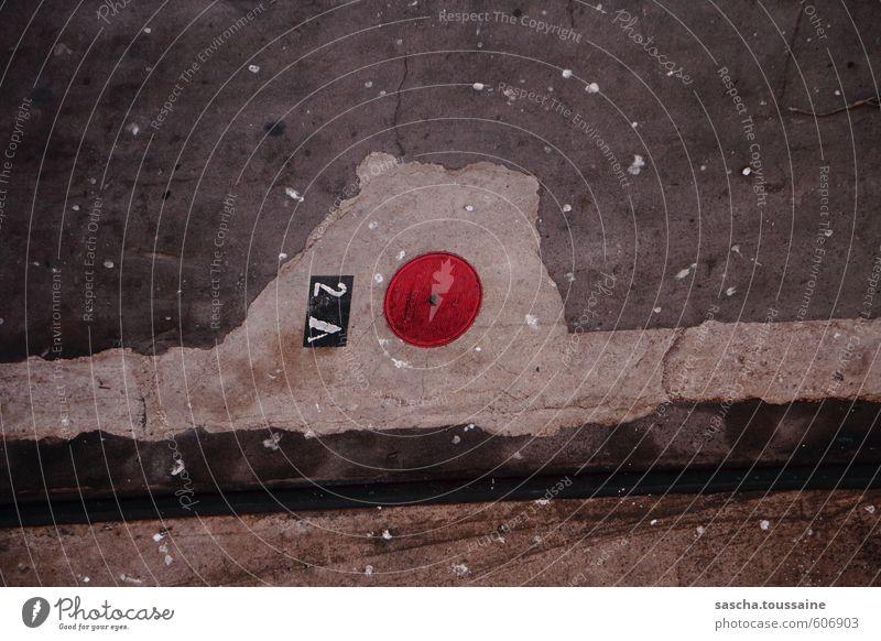 2A Punkt Strich Hafenstadt Beton Schriftzeichen Ziffern & Zahlen Schilder & Markierungen trashig Stadt grau rot schwarz weiß Perspektive Symmetrie Tourismus