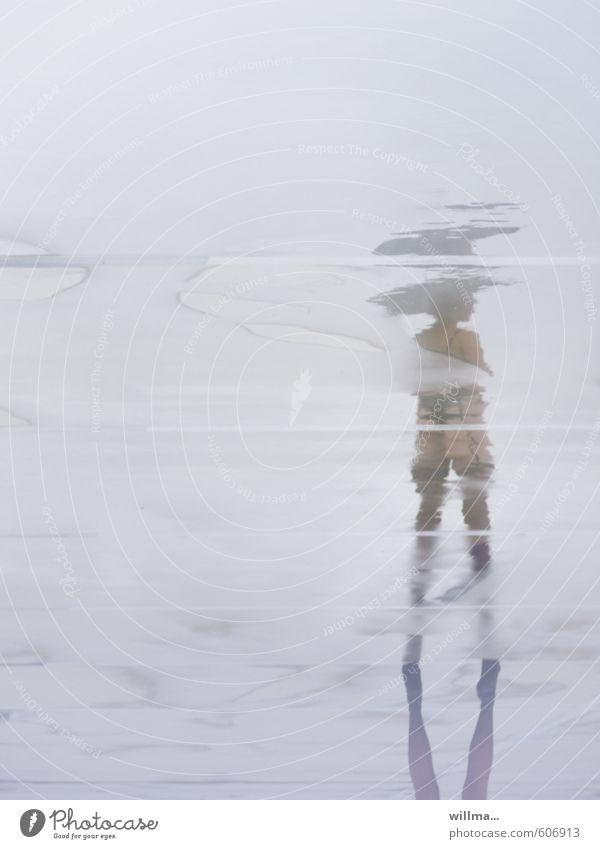 Du suchst das Meer Frau nackt Wasser Junge Frau Weiblicher Akt Erotik Erwachsene feminin Regen stehen warten nass Regenschirm Gesäß Unterwäsche Voyeurismus