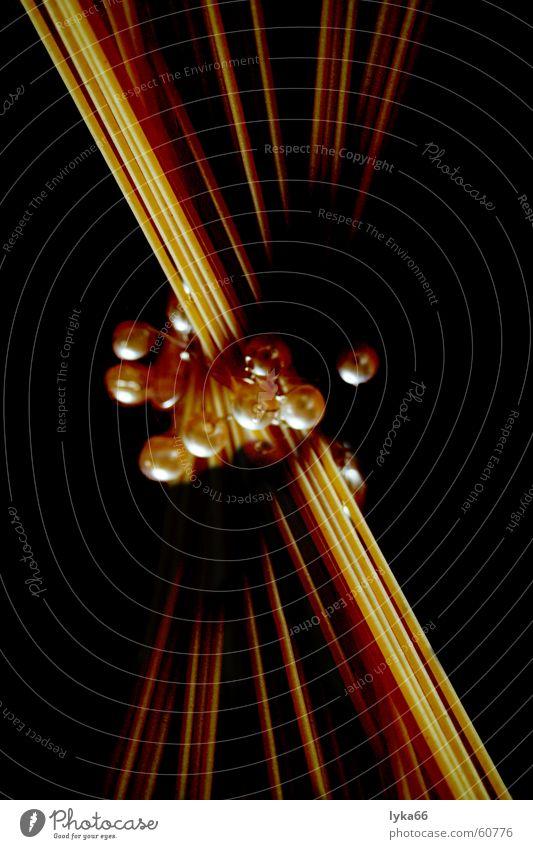 Spaghetti mal anders Italien Nudeln lang elegant edel Innenaufnahme Perle Ernährung zierlich Nahaufnahme roh