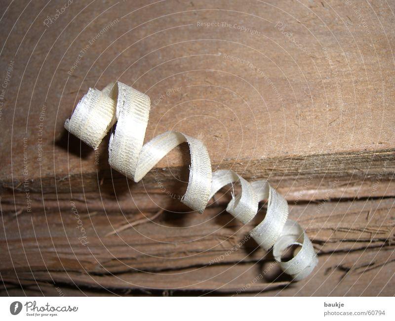 Holzlocke Holzspäne Baumrinde Fichte Tanne Holzbrett Schreinerei Tischler Riss gerissen gesplittert Holzmehl span diel Baumstamm shaving splinter splinters
