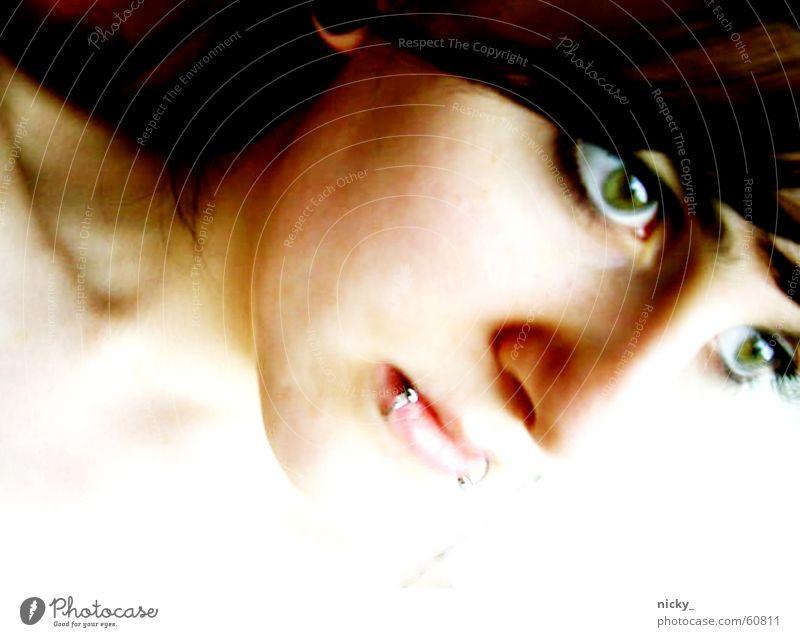 sylphide Frau schwarz weiß grün Piercing Lippen schön fantastisch Elfe Gesicht Haut Auge Nase porträt mal anders und sie kann auch beißen französischer chic
