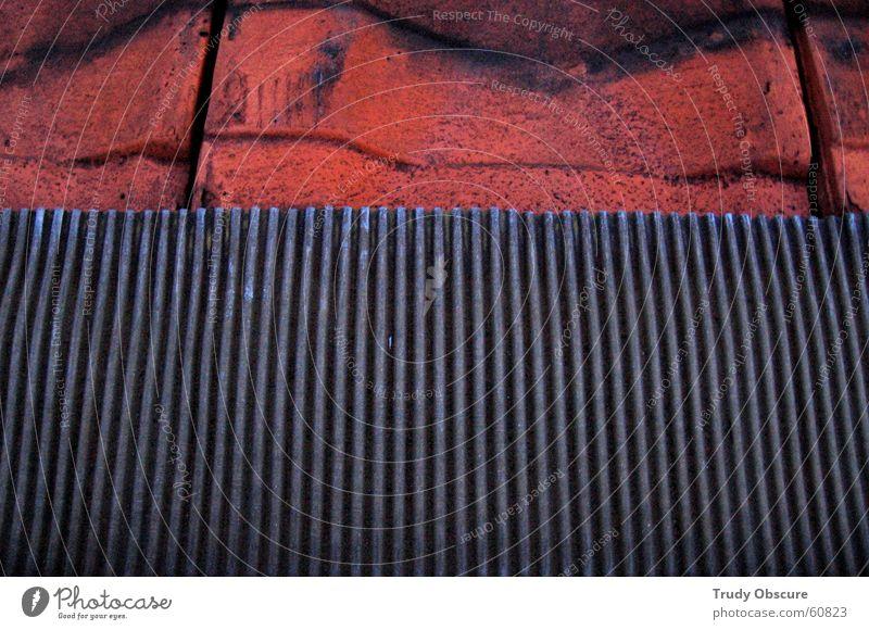 fake terrace Dach Dachziegel Material Zinnen braun rot Eisen Stahl rotbraun Metall Detailaufnahme Bildausschnitt