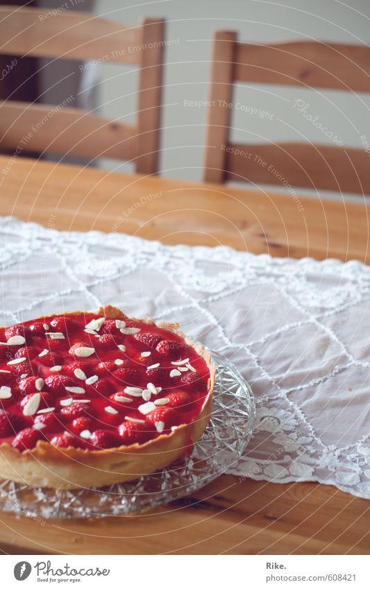 Kuchenzeit. Lebensmittel Frucht Teigwaren Backwaren Erdbeeren Erdbeertorte Ernährung Essen Kaffeetrinken Häusliches Leben Dekoration & Verzierung Tisch Küche