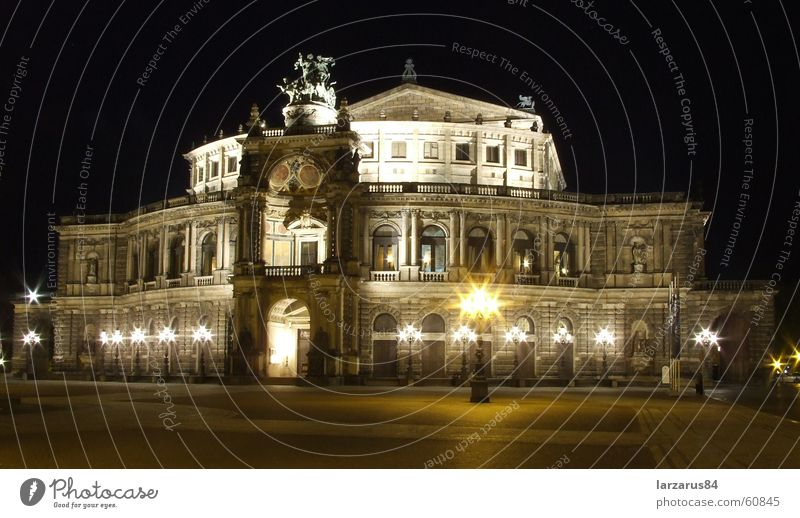 Semperoper bei Nacht Farbfoto Außenaufnahme Menschenleer Kunst Theater Oper Opernhaus Dresden Deutschland Europa Architektur Sehenswürdigkeit Wahrzeichen