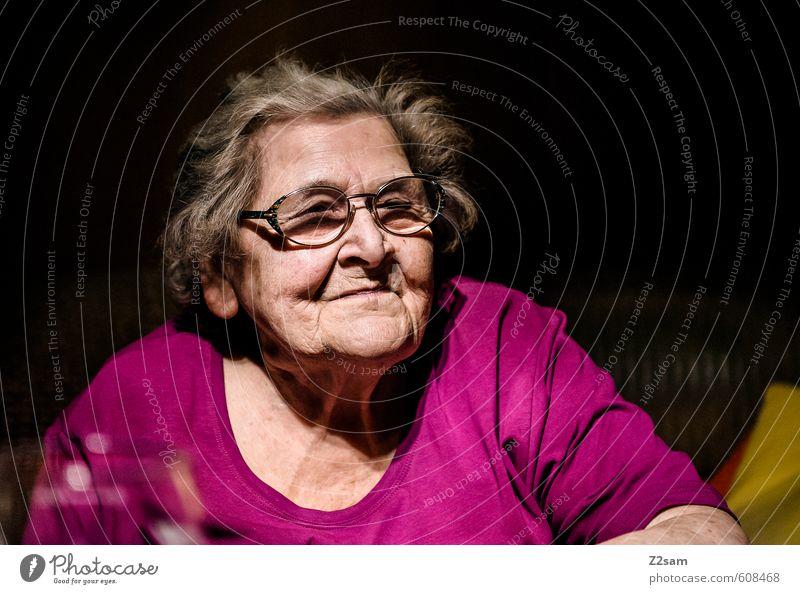OMA Mensch alt ruhig dunkel Leben Senior feminin Denken Gesundheit natürlich träumen rosa Gesundheitswesen Kraft 60 und älter Vergänglichkeit