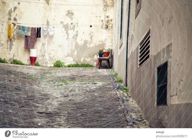 Hof alt Haus Wand Mauer Fassade Armut Dorf