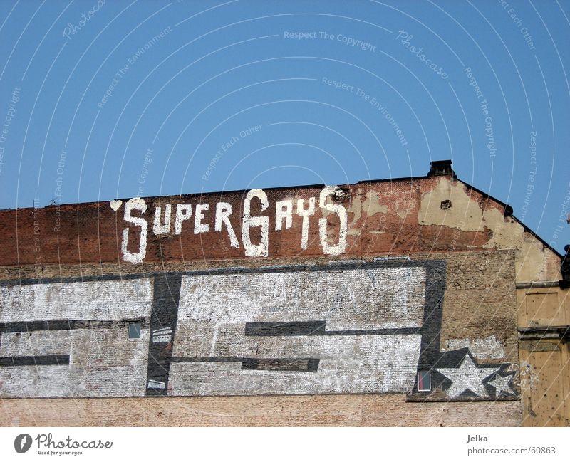 SuperGays Homosexualität Gebäude Architektur Fassade Backstein Fröhlichkeit Verfall Wand Tagger Demontage gays grafitti Stern (Symbol) Berlin Außenaufnahme