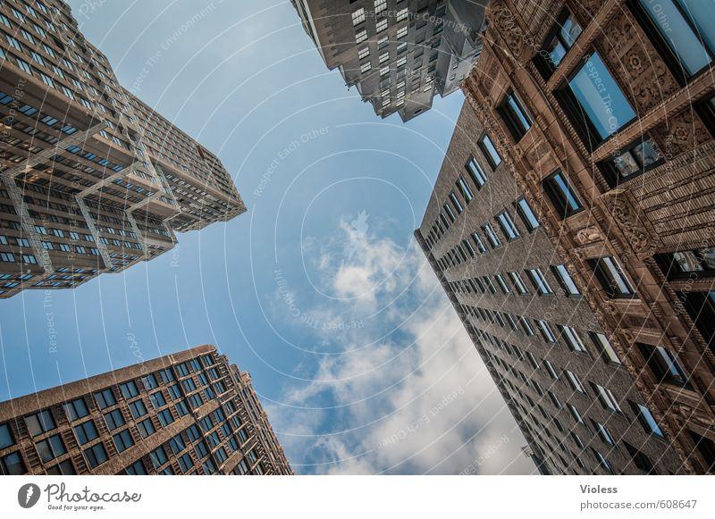 alles nur fassade | luftikus Stadtzentrum Haus Hochhaus Gebäude Architektur außergewöhnlich Unendlichkeit blau New York State Vorderseite aufwärts Weitwinkel