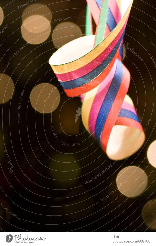 keine Feier ohne ..... Freude Feste & Feiern Stimmung Party Freizeit & Hobby leuchten Papier Lebensfreude Silvester u. Neujahr Veranstaltung Karneval hängen Luftschlangen