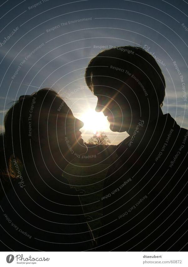 sweet summer love Liebe Romantik Küssen Partnerschaft Sonnenuntergang Sommer schwarz sun blau Natur sunn set