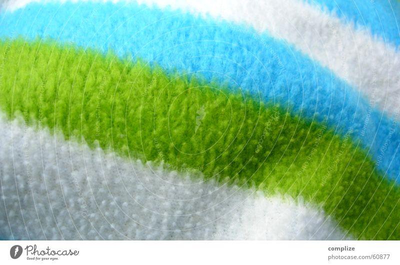 weissundgrünundblau Wolle Plüsch weich kuschlig Bettdecke heimelig Decke Farbe Wolldecke gestreift Nahaufnahme Detailaufnahme Menschenleer Textfreiraum