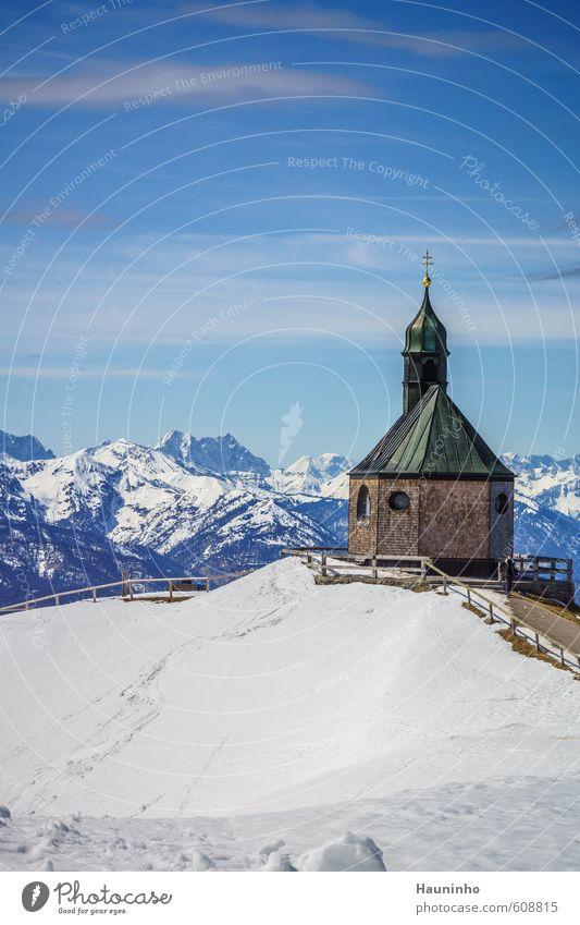 Bergkapelle Himmel Natur Ferien & Urlaub & Reisen blau schön Landschaft Wolken Winter Berge u. Gebirge Schnee Sport Gebäude Architektur Freiheit Felsen Luft