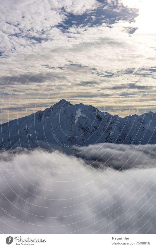 Gipfel über den Wolken Ferien & Urlaub & Reisen Abenteuer Freiheit Winter Winterurlaub Berge u. Gebirge wandern Umwelt Natur Landschaft Luft Himmel