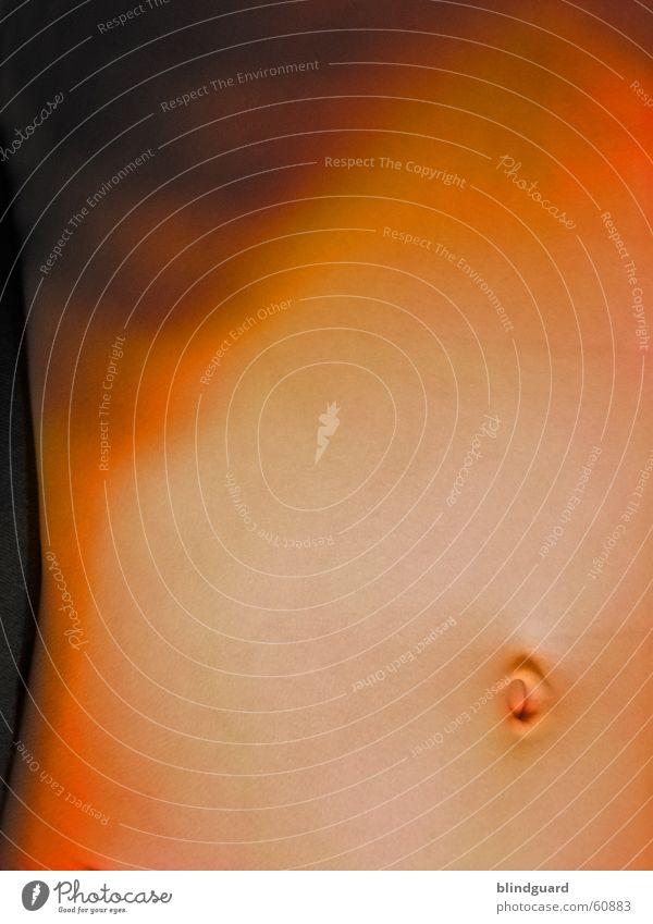 Der Nabel der Welt Bauchnabel Rippen Rippenbogen bellybutton Haut skin