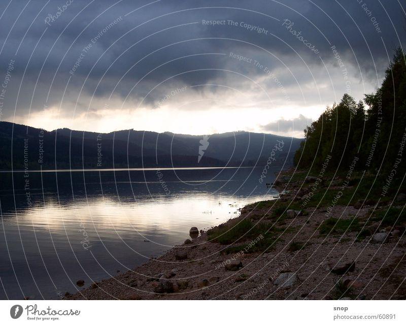Abends am Schluchsee Wolken Berge u. Gebirge See