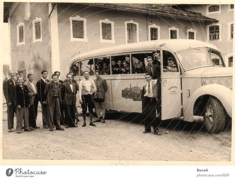 Goldene 50er .2 Fünfziger Jahre Lehrer Ausflug Nachkriegszeit Student Beruf Bauernhof Landwirtschaft fahren Bus schwarz weiß braun Bildung Bayern Freude