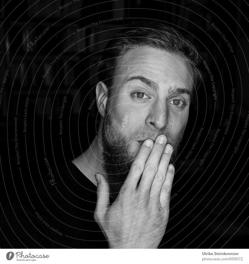 Ups! Mensch maskulin Junger Mann Jugendliche Erwachsene Leben Kopf Auge Bart Hand Finger 1 18-30 Jahre festhalten Lächeln sprechen frech Freundlichkeit