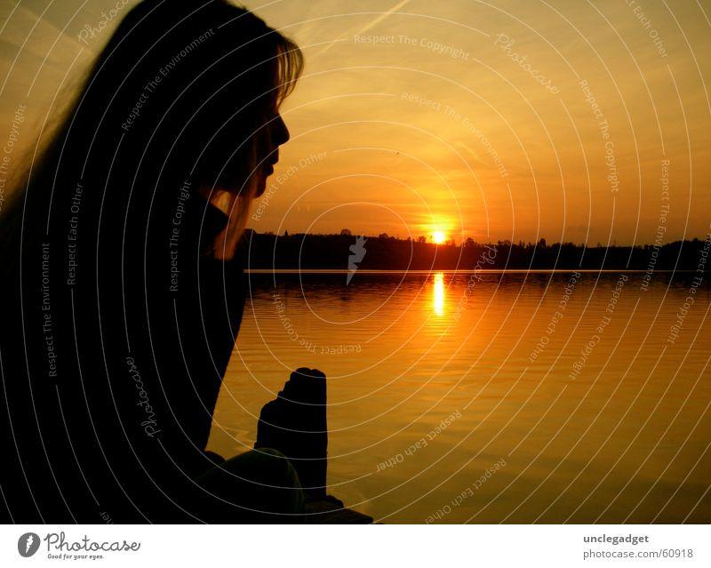 Sonnenuntergang Romantik Gedanke See ruhig Schweiz Frau Steg Nacht Dämmerung Silhouette Pfäffikersee Pfäffikon Himmelskörper & Weltall Frieden Abenddämmerung