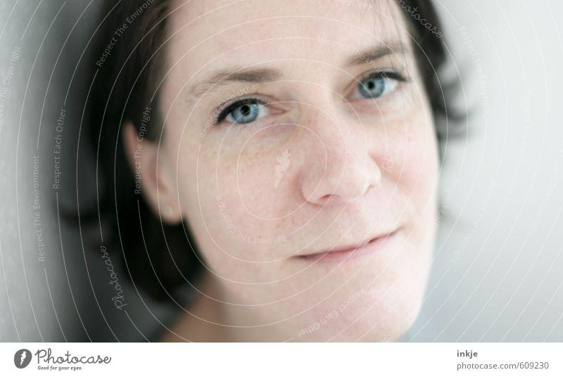 lass uns wieder gut sein Mensch Frau blau schön Gesicht Erwachsene Leben Gefühle Stil natürlich Stimmung Freizeit & Hobby Zufriedenheit Lifestyle authentisch