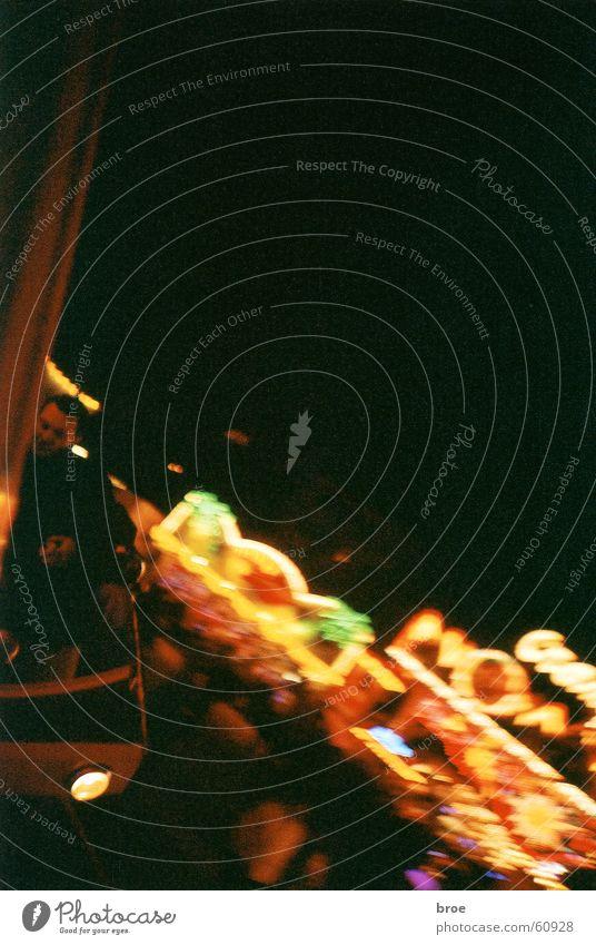 Huui Nacht Unschärfe Bewegung Schweiz Herbstmesse Fahrgeschäfte Licht Lomografie kirmis karussel Beleuchtung