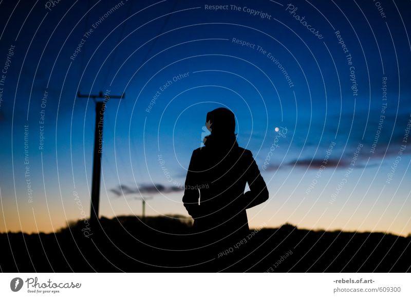 Dämmerung Mensch Frau Himmel Ferien & Urlaub & Reisen schön Erholung Landschaft Wolken Winter dunkel Erwachsene Freiheit Glück Horizont Freizeit & Hobby