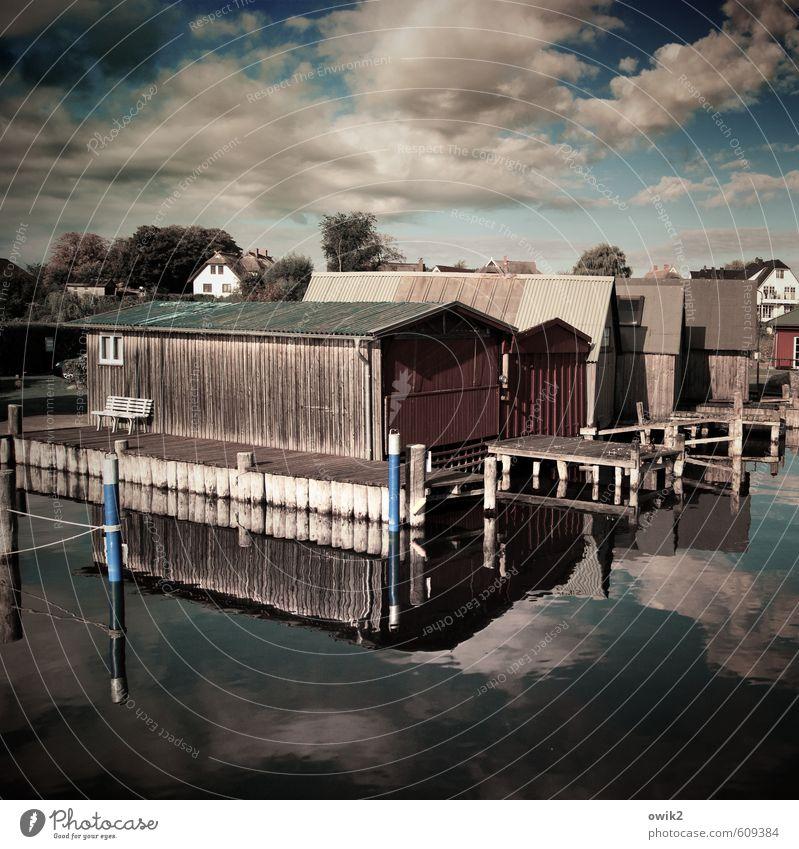 Bootsgaragen Umwelt Wasser Himmel Wolken Horizont Fischerdorf Hafenstadt Bootshaus Ahrenshoop Holzhütte Holzhaus Mauer Wand eckig einfach nass ruhig Idylle