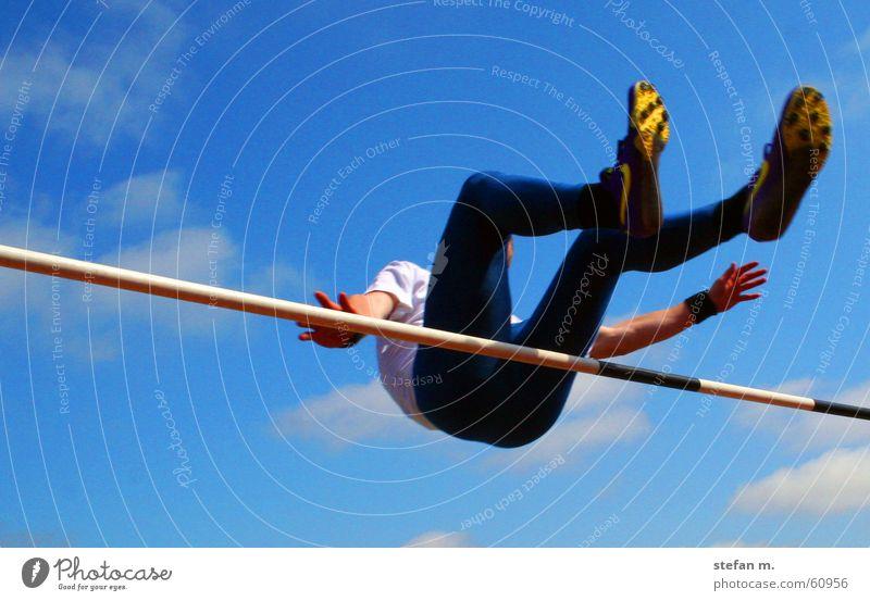 hoch hinaus Himmel Sport springen fliegen Stadion Leichtathletik Hochsprung