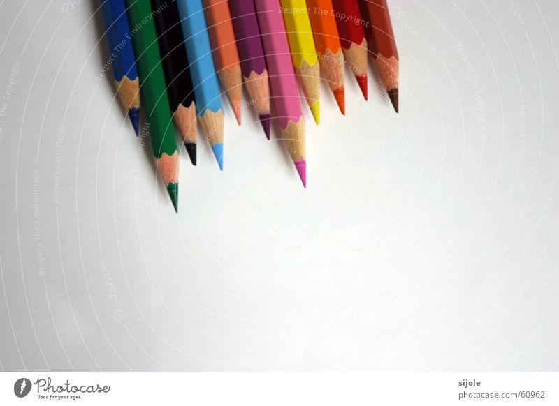 Wer wird der Erste sein?? - Die Entscheidung grün schwarz rosa gelb rot braun Schreibstift gespitzt Holzfarbe Verschiedenheit weiß grau blau orange Farbe