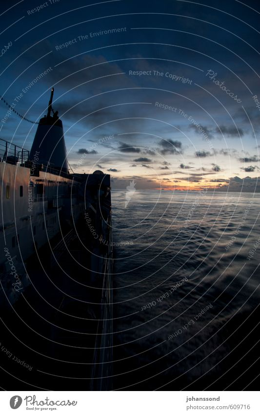 Blick zurück Ferien & Urlaub & Reisen blau Wasser Meer Erholung Einsamkeit Landschaft ruhig Wolken Bewegung Horizont Abenteuer Unendlichkeit