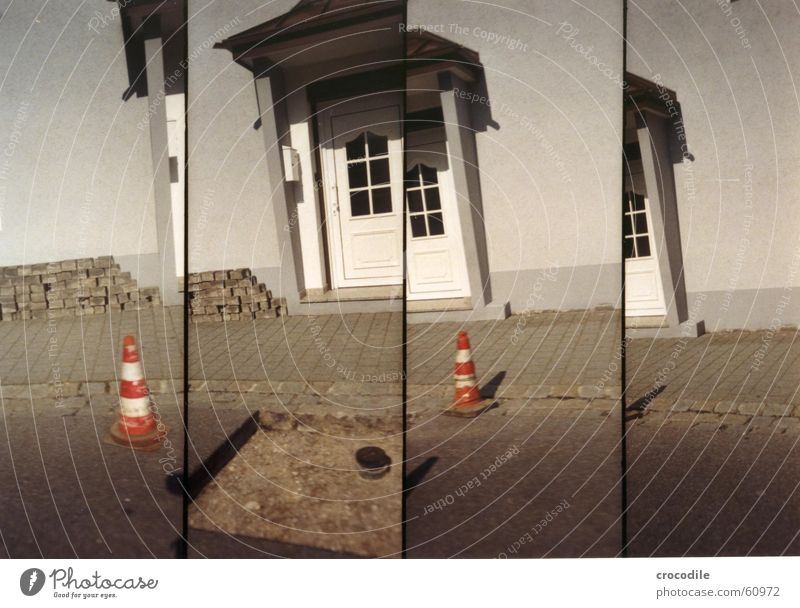 baustellenteilstück Haus Straße grau orange Tür Erde Fassade Dach Baustelle Hut Loch