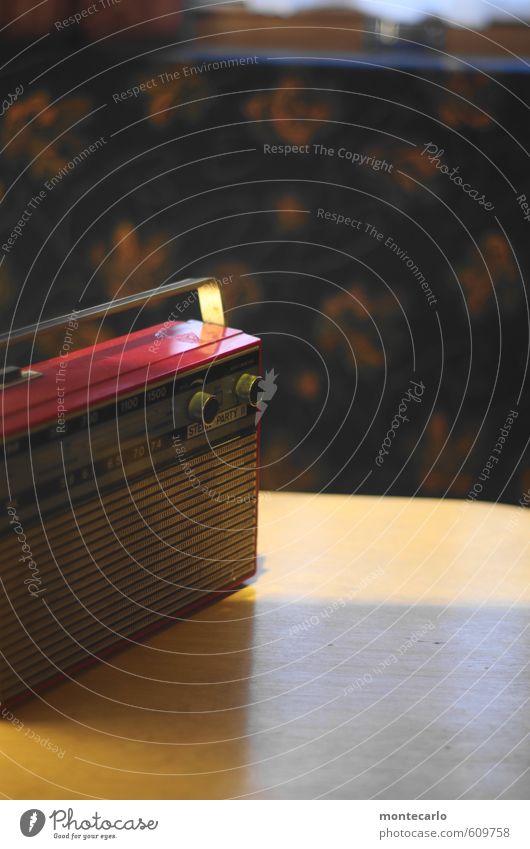 Camping mit SuperStereo Stil Design Freizeit & Hobby Radiogerät Technik & Technologie Unterhaltungselektronik Wohnwagen Sammlerstück Holz Kunststoff hören