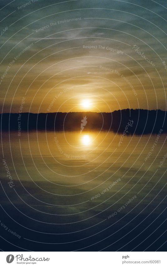 Sonnenuntergang am Starnberger See Wasser Himmel blau gelb Stimmung Bayern