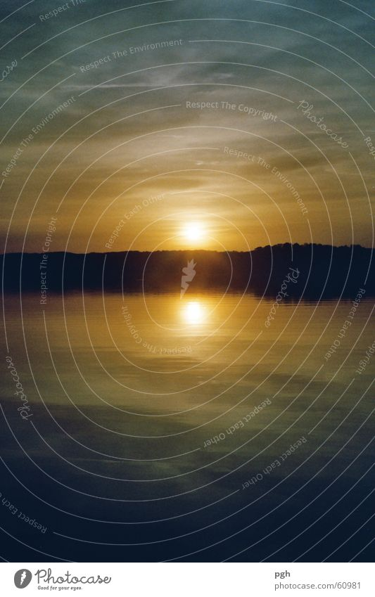 Sonnenuntergang am Starnberger See Wasser Himmel Sonne blau gelb Stimmung Bayern Starnberger See