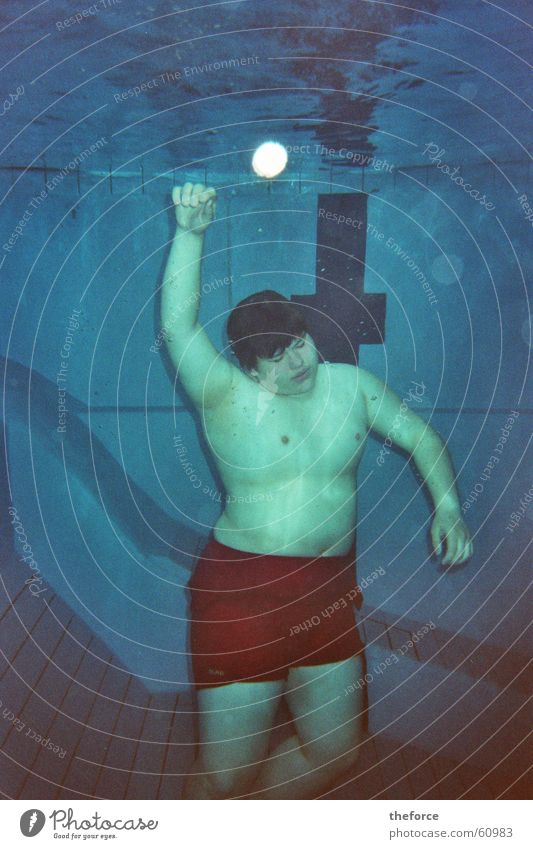 tot ?? Wasser Unterwasseraufnahme Schwimmbad tauchen