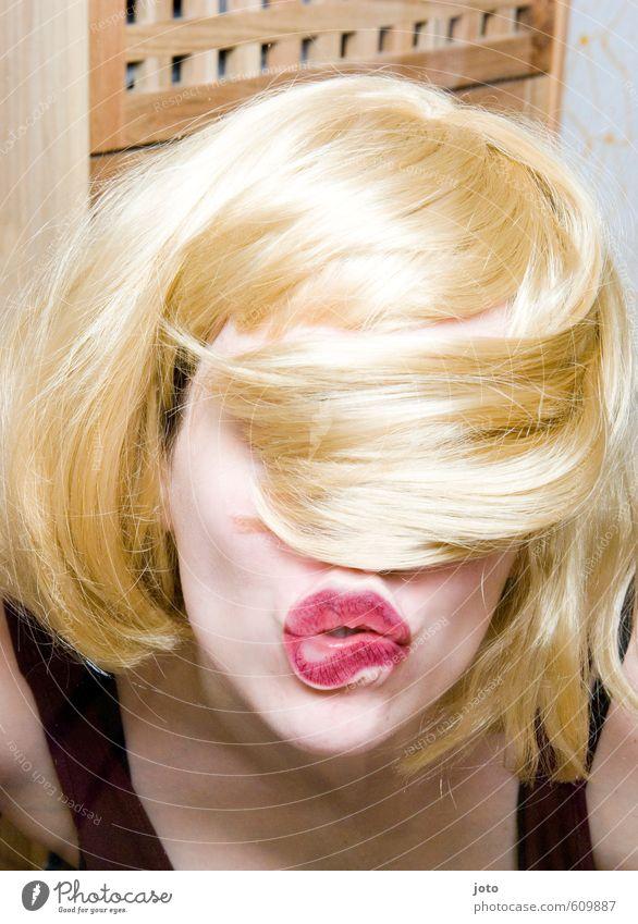 knutsch Frau Jugendliche Junge Frau Freude Erwachsene Erotik Liebe feminin lustig Feste & Feiern Party blond wild verrückt Mund Sex