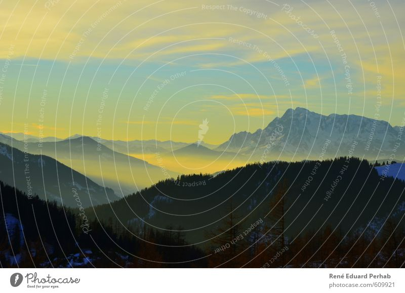 Dämmerung in den Alpen Umwelt Natur Landschaft Urelemente Erde Luft Himmel Wolken Sonnenaufgang Sonnenuntergang Winter Klima Klimawandel Schönes Wetter Schnee