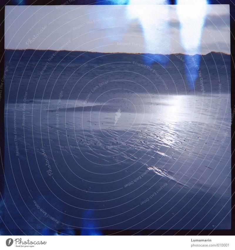 Lux Umwelt Landschaft Sand Wasser Strand Nordsee Düne Stranddüne leuchten Flüssigkeit glänzend kalt blau Stimmung fließen Light leak Glanzlicht ruhig liquide